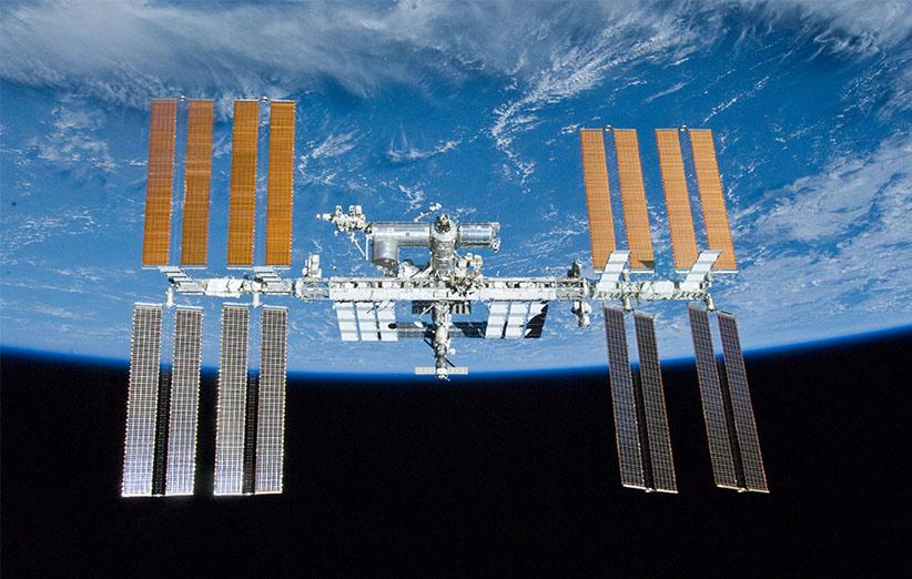 تصویر نجومی روز ناسا (۳۰ فروردین ۹۵): ایستگاه فضایی بینالمللی برفراز زمین
