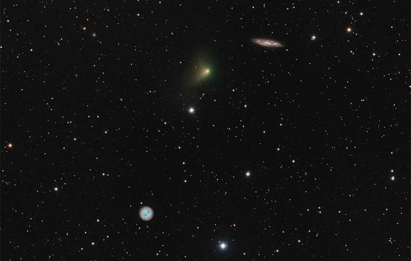 تصویر نجومی روز ناسا (۲ اردیبهشت ۹۵): دنبالهدار، جغد و کهکشان