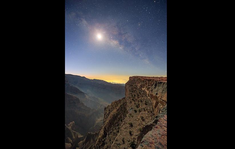 تصویر نجومی روز ناسا (۴ اردیبهشت ۹۵): راهشیری در نور ماه