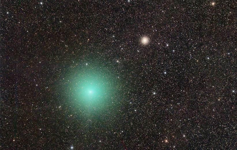 تصویر نجومی روز ناسا (۲۳ فروردین ۹۵): دنبالهدار و خوشهی ستارهای