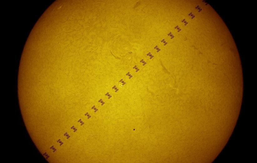 تصویر نجومی روز ناسا (۲۴ اردیبهشت ۹۵): گذر عطارد و ایستگاه فضایی