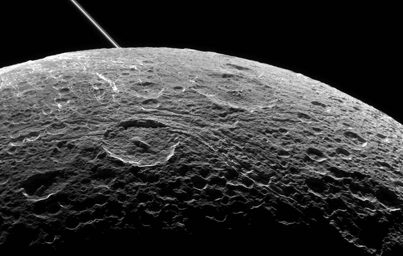 ناسا عکسهای جدیدی از قمر دیونه گرفت