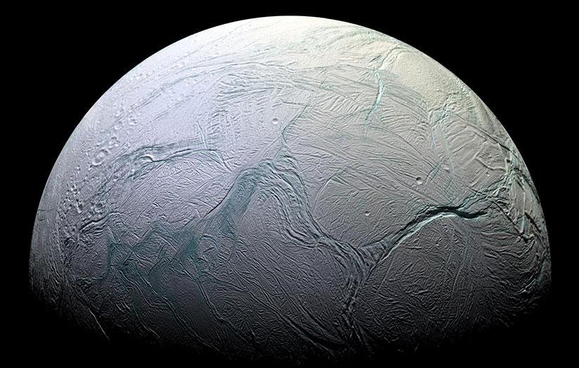 قمر انسلادوس سیارهی زحل، پر از آب است