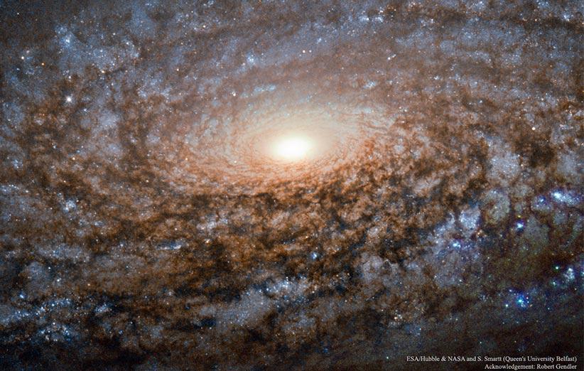 تصویر نجومی روز ناسا (۹ آذر ۹۴): در قلب کهکشان مارپیچی NGC 3521