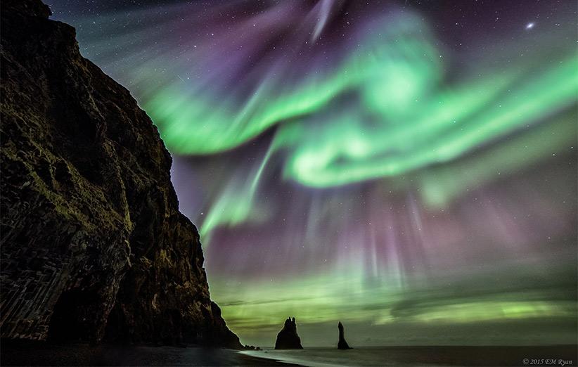 تصویر نجومی روز ناسا (۱۷ آذر ۹۴): اسطورههای ایسلند و شفق قطبی
