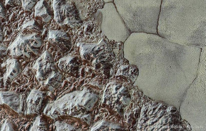 تصویر نجومی روز ناسا (۲۳ آذر ۹۴): پلوتو؛ از کوهها تا دشتها