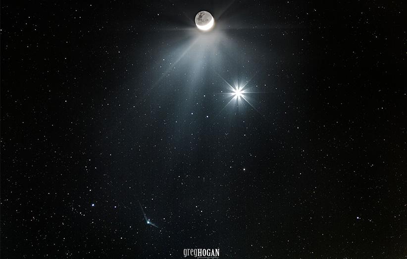 تصویر نجومی روز ناسا (۲۱ آذر ۹۴): ملاقات دنبالهدار با ماه و ستارهی صبحگاهی