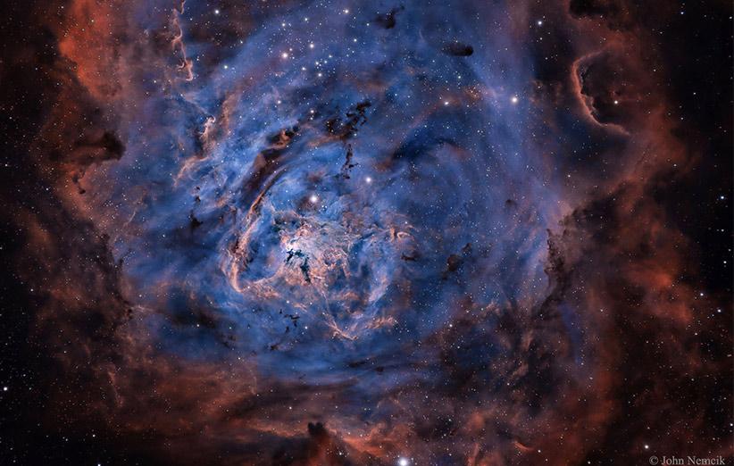 تصویر نجومی روز ناسا (۱۵ دی ۹۴): سحابی مرداب در تابش هیدروژن، سولفور و اکسیژن