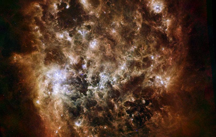 تصویر نجومی روز ناسا (۲۴ دی ۹۴): پرترهی فروسرخ ابر ماژلانی بزرگ