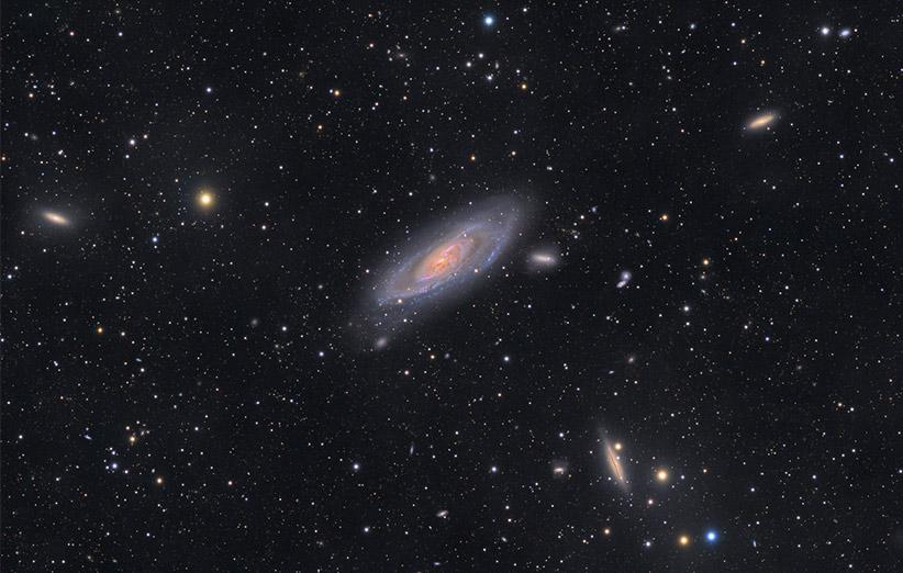 تصویر نجومی روز ناسا (۲۶ دی ۹۴): پنجرهای رو به کهکشان M106