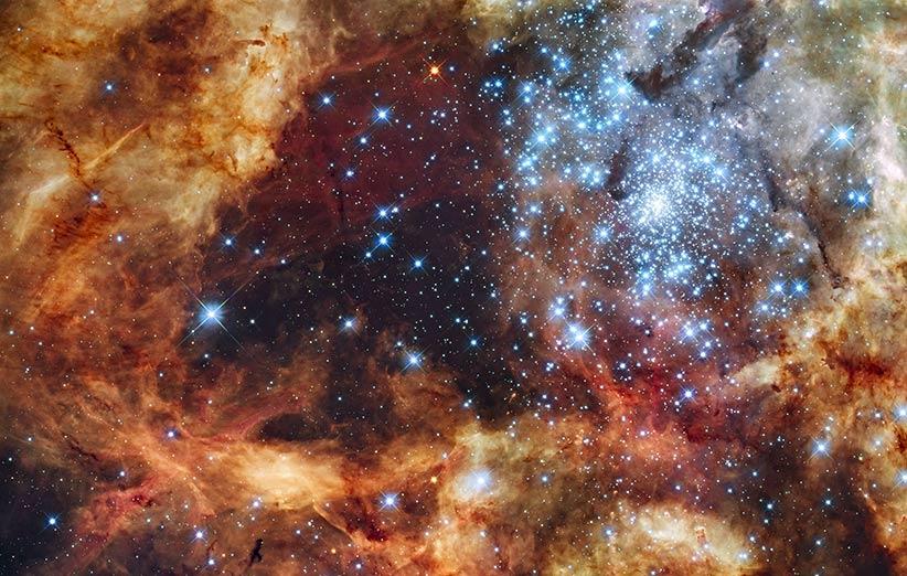 تصویر نجومی روز ناسا (۴ بهمن ۹۴): خوشهی ستارهای پرنور R136
